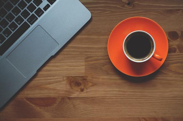 仕事中のコーヒー