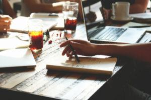 会議ミーティングとコーヒー